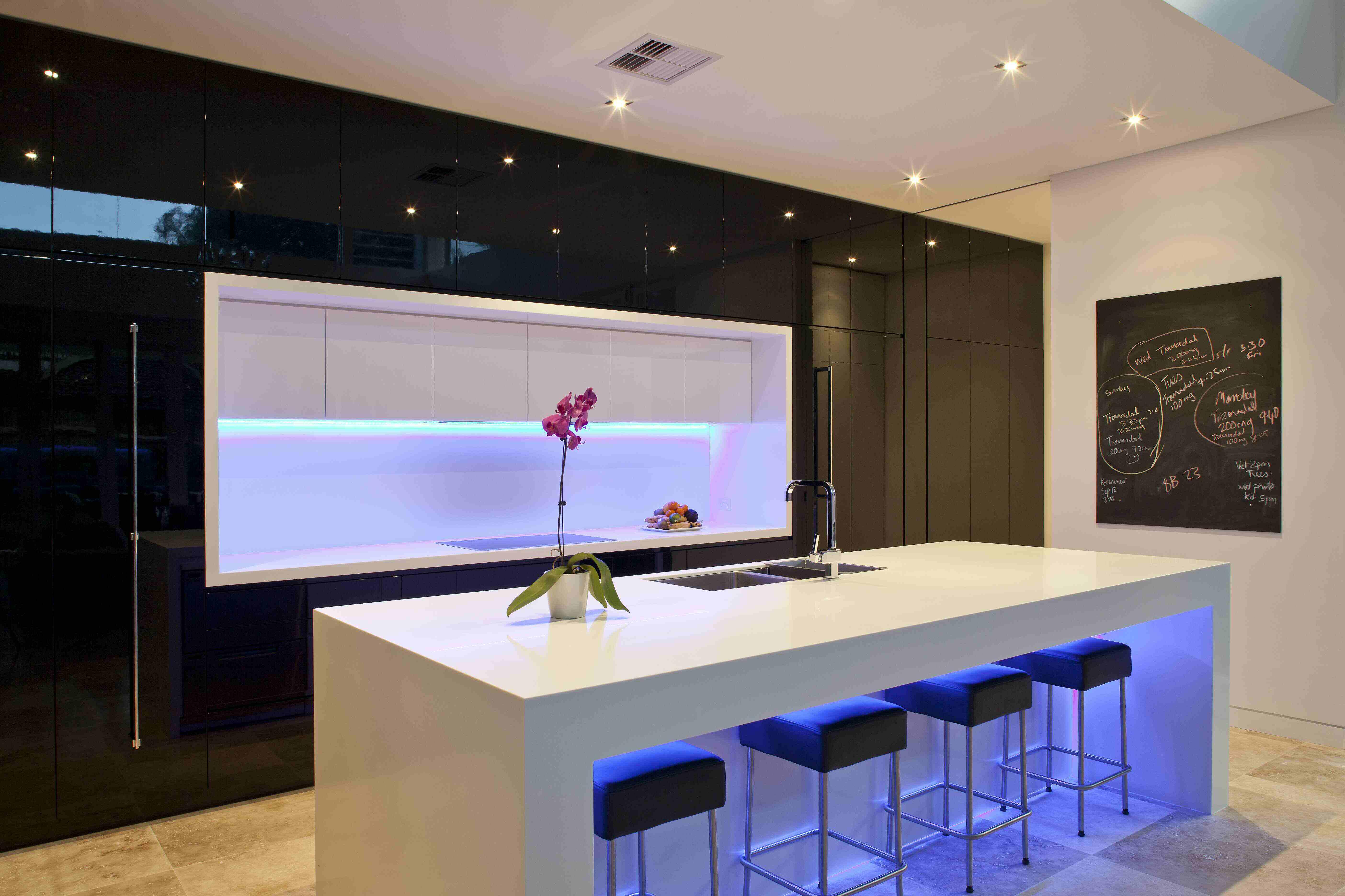 SOLID SURFACES - La tecnologia al servei de la creació decorativa, material per a tot tipus de creacions per a Decoradors, Interioristes, Arquitectes i Fusters-Ebenistes