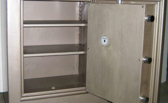 Venda, reparació i restauració de caixes fortes. Especialistes en la venda, assessorament i reparació de caixes de seguretat de tot tipus. Obertura caixes fortes, Reparació de tot tipus de Caixes fortes.