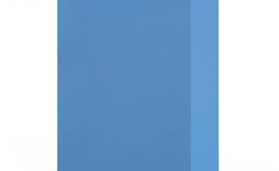 Avonite és un material pre-compost que pertany a les genèricament anomenades Superfícies Solides o Sòlid surface. Creat a partir d´una combinació de resines acríliques, pigments naturals i càrregues minerals , el resultat és una superfície no porosa, homogènia, versàtil, higiènica i durable amb una calidesa al tacte molt semblant a la pedra natural però que es treballa de forma similar a la fusta dura. Es pot mecanitzar amb eines de fusteria i ofereix la possibilitat mitjançant un procés termo-formable de realitzar corbes i creacions en 2 i 3 dimensions. Una de les particularitats d´aquest material és la seva aparença perfecte. A diferència de la pedra natural o el quars,Avonitepermet crear juntes imperceptibles mitjançant l´únió amb adhesius especials que aconsegueixen dissenys 'sense juntes', integrant piques i aigüeres i creant ambients amb una aparença continua de una gran puresa i bellesa. Gràcies a l'absència de porositat i de les seves característiques higièniques és especialment adient per equipació sanitària o d'hosteleria, taulells de laboratori, banys, plats de dutxa, cuines. També són opcions perfectes per façanes, nàutica, mobiliari exterior, senyalèctica i altres àrees creatives de disseny. Avonite Solid Surfacediposa d´una extensa gamma de colors homogènis, dissenys inspirats en materials naturals i acabats translúcids que permeten crear efectes lumínics en diferents aplicacions. També disposa de una gamma de motlles de pique, aigüeres i plats de dutxa per integrar en taulells. Aristech Surfaces LLC Brand cobreix el producte per una garantia limitada del 10 anys. No cobreix danys causats per una instal·lació incorrecta del producte.